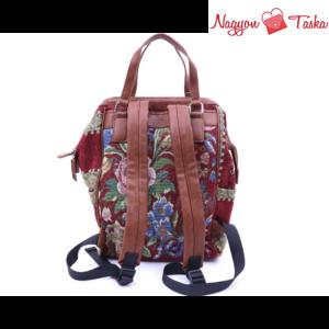 Vidám színes hátizsák gobelin és virág mintával burgundi színnel